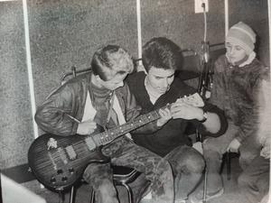 Nauka gry na gitarze 07011990r [300x225]