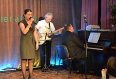 Dominika Drdzen w piosence - Tango na głos, orkiestre... (link otworzy duże zdjęcie)